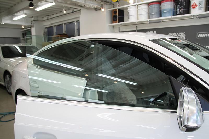 アウディ S5 スポーツバック フロントドアガラスへ透明断熱フィルム施工後。