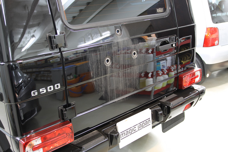 スペアタイヤカバー周りを取り外し、磨き、コーティング前。メルセデスベンツ G55 AMG。