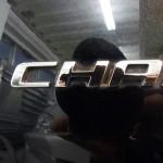 ダッジ チャージャー R-2ボディガラスコーティング施工。細部分のクリーニング前。