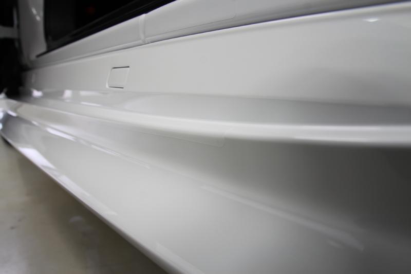 レクサスLC500 プロテクションフィルム施工後のステップ部分。