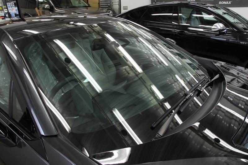 BMW i8 フロントガラスへ断熱フィルム施工。