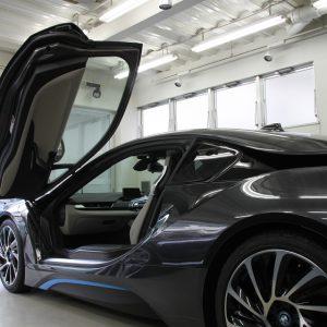 BMW i8ドアガラスへ断熱フィルム施工。
